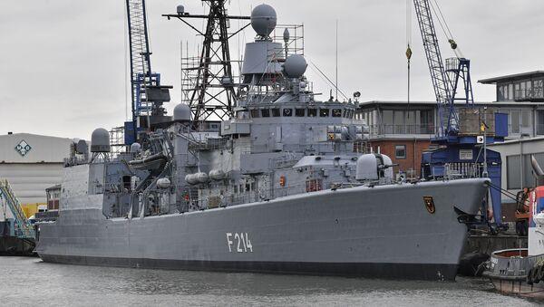 La fragata alemana  Luebeck F214  cerca del muelle en Bremerhaven - Sputnik Mundo