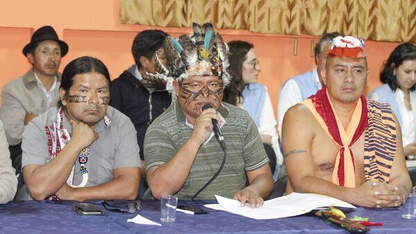 Líderes indígenas ecuatorianos durante las mesas de diálogo con el Gobierno de Lenín Moreno - Sputnik Mundo