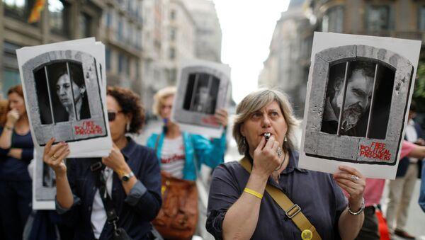 Los manifestantes en las calles de Barcelona, España - Sputnik Mundo