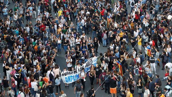 Protestas estudiantiles en la Plaza Universidad, Cataluña - Sputnik Mundo