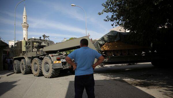 Vehículos blindados turcos en Siria - Sputnik Mundo