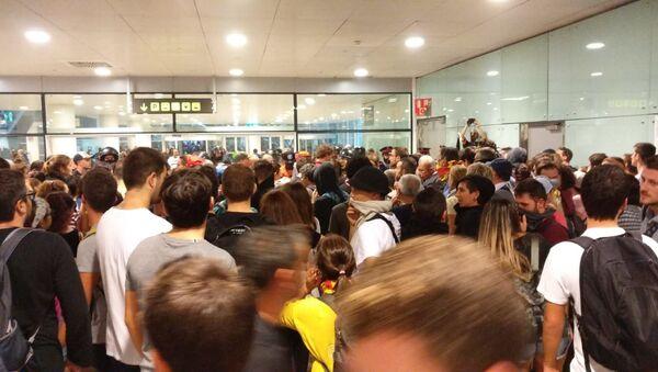Situación en el aeropuerto de Barcelona - Sputnik Mundo