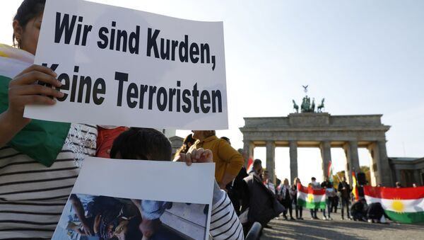 Protesta kurda en Alemania contra la ofensiva turca en el este de Siria - Sputnik Mundo