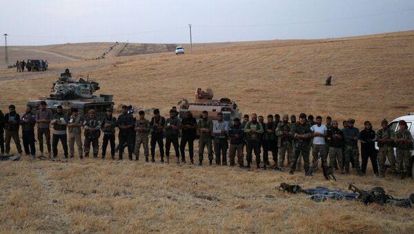Fuerzas pro-turcas en las afueras de Manbij, Siria - Sputnik Mundo