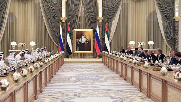 La visita del presidente ruso, Vladímir Putin, a EAU - Sputnik Mundo