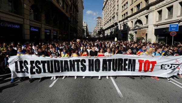 Los estudiantes protestan en Barcelona - Sputnik Mundo