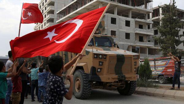 Blindados turcos y las banderas de Turquía - Sputnik Mundo