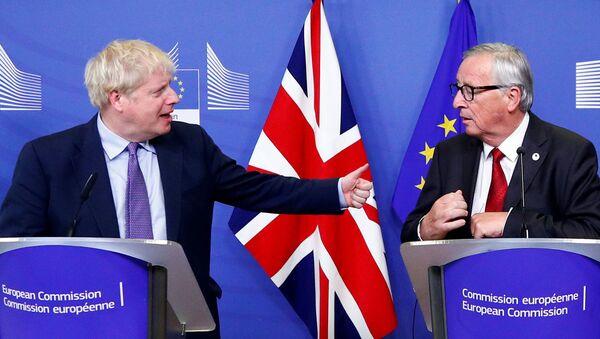 El primer ministro británico, Boris Johnson, y el presidente de la Comisión Europea, Jean-Claude Juncker - Sputnik Mundo