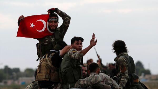 Rebeldes sirios apoyados por Turquía - Sputnik Mundo
