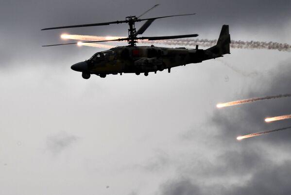El Aligátor ruso vigiló los ejercicios militares Cooperación 2019  - Sputnik Mundo
