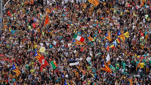 Protestas de independentistas catalanes en Barcelona, España - Sputnik Mundo