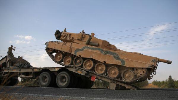 Vehículos militares turcos en la frontera turco-siria - Sputnik Mundo