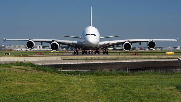 Un Airbus A380 (archivo) - Sputnik Mundo