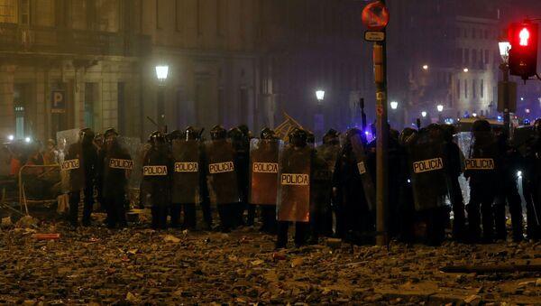 Los policías durante las protestas en Cataluña - Sputnik Mundo