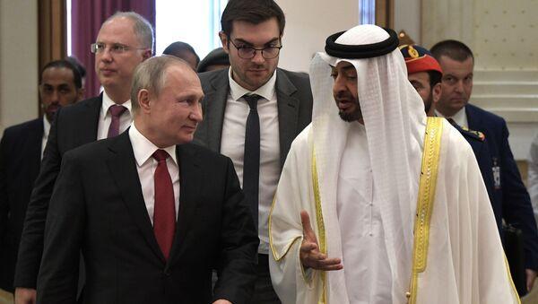 Vladímir Putin, presidente de Rusia, y Mohamed bin Zayed Nahyan, príncipe heredero de Abú Dabi - Sputnik Mundo