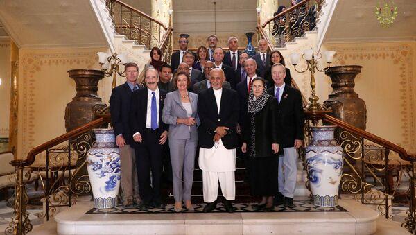 Delegación del Congreso de EEUU con el presidente de Afganistán, Ashraf Ghani, en Kabul - Sputnik Mundo