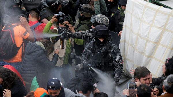 Enfrentamientos entre la policía y manifestantes en La Paz - Sputnik Mundo