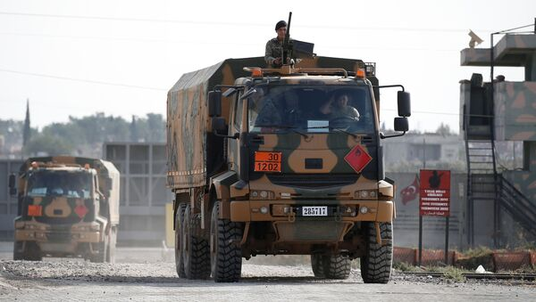 Camiones militares turcos en la frontera turco-siria - Sputnik Mundo