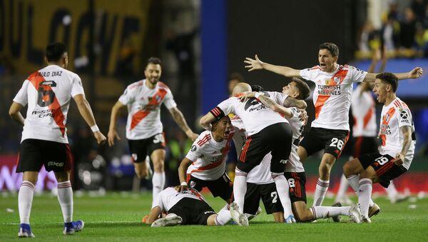 Jugadores de River Plate celebrando la victoria sobre Boca Juniors - Sputnik Mundo