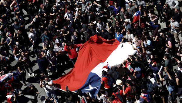 Aumentan a 18 los fallecidos durante las protestas en Chile - Sputnik Mundo