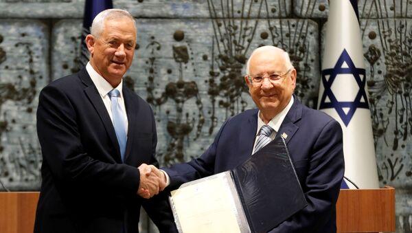 Presidente de la coalición Azul y Blanco, Benny Gantz, y presidente israelí, Reuven Rivlin - Sputnik Mundo