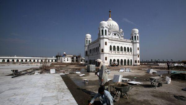 El templo Darbar Sahib, ubicado en el territorio pakistaní - Sputnik Mundo