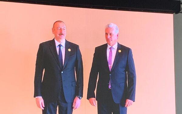 El presidente de Azerbaiyán, Ilham Aliyev, junto al presidente de Cuba, Miguel Díaz-Canel - Sputnik Mundo