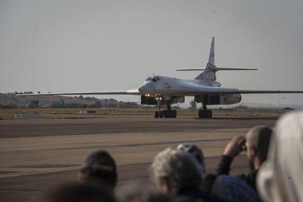 Protestas, bailes y los Tu-160 rusos: las fotos más impactantes de la semana  - Sputnik Mundo
