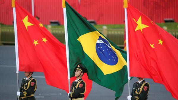 Banderas de China y Brasil - Sputnik Mundo