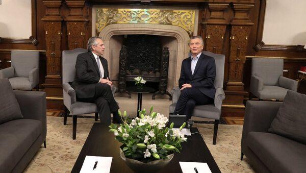 El presidente argentino, Mauricio Macri, se reune con el presidente electo, Alberto Fernández, en la Casa Rosada - Sputnik Mundo
