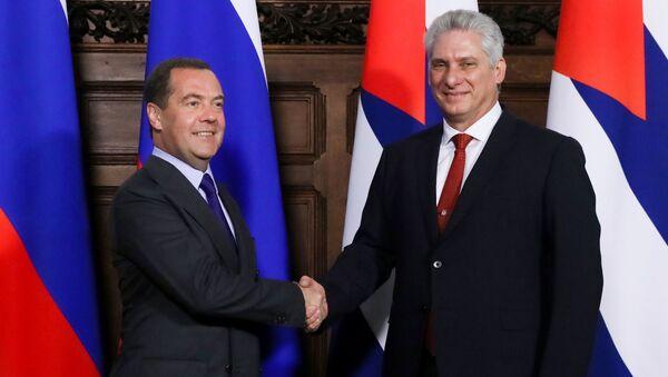 El primer ministro de Rusia, Dmitri Medvédev, y el presidente cubano, Miguel Díaz-Canel Bermúdez - Sputnik Mundo