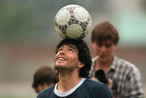 El rey del fútbol argentino cumple 59 años - Sputnik Mundo