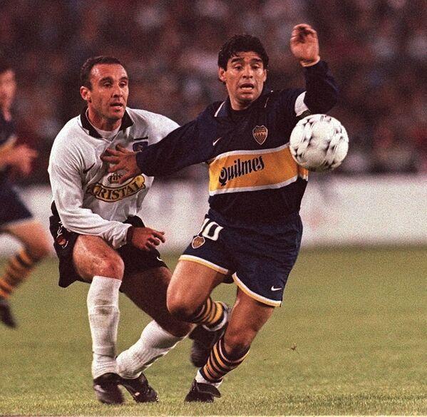 Диего Марадона во время матча группового этапа с командой Чили в рамках суперкубка Южной Америки, 1997 - Sputnik Mundo