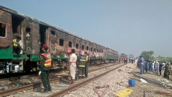 Tren en Pakistán tras el incendio - Sputnik Mundo