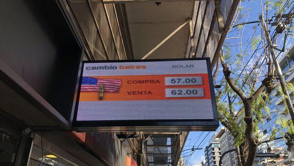 Pizarra de cotización del dólar de un cambio de Buenos Aires en octubre de 2019 - Sputnik Mundo