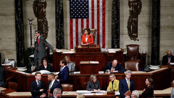 La Cámara de Representantes de EEUU vota por resolución con procedimientos para impeachment a Trump - Sputnik Mundo