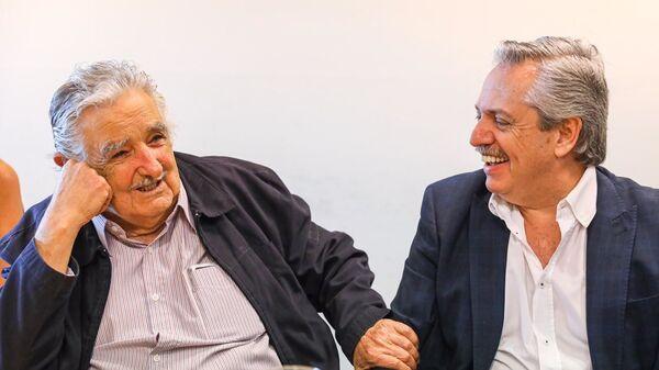 El expresidente uruguayo José 'Pepe' Mujica y el presidente de Argentina, Alberto Fernández - Sputnik Mundo