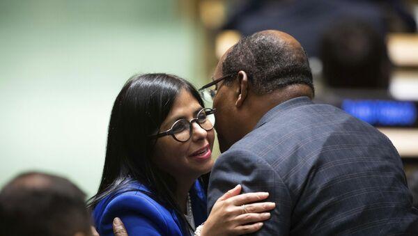 La vicepresidenta venezolana, Delcy Rodríguez y el primer ministro de Antigua y Barbuda, Gaston Browne (archivo) - Sputnik Mundo