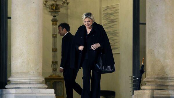 Marine Le Pen y Emmanuel Macron, candidatos a la presidencia de Francia - Sputnik Mundo