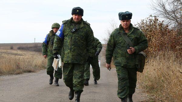 Miembros del Centro para el control y la coordinación del alto el fuego en Donbás - Sputnik Mundo