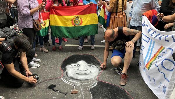 La manifestación recorrió desde el Obelisco porteño hasta la Embajada boliviana - Sputnik Mundo