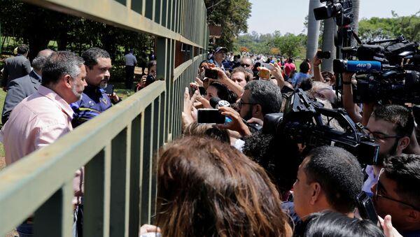 Tensión en la Embajada de Venezuela en Brasilia - Sputnik Mundo