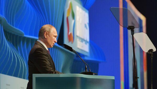 Vladímir Putin, presidente de Rusia, en la cumbre de los BRICS en Brasil - Sputnik Mundo