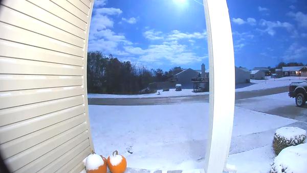 Cámaras de seguridad captan la caída de un meteoro azul en EEUU - Sputnik Mundo