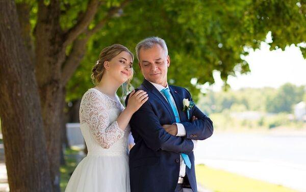 Federico Ferro con su esposa rusa - Sputnik Mundo