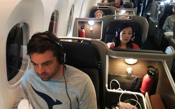 Los pasajeros del avión de Qantas durante el vuelo directo más largo de la historia - Sputnik Mundo