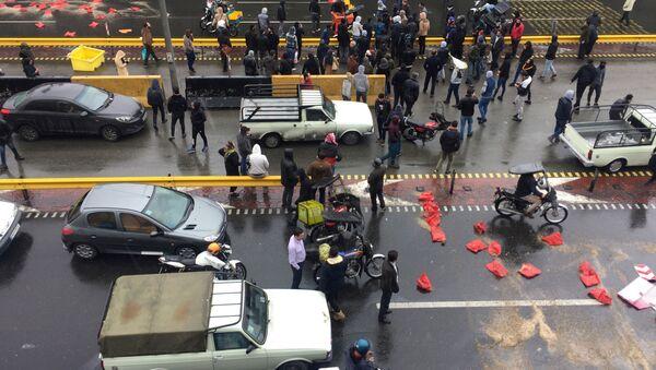 Protestas en irán tras el anuncio del racionamiento y la subida del precio de la gasolina - Sputnik Mundo