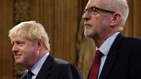 El primer ministro británico, Boris Johnson, y su contrincante laborista, Jeremy Corbyn - Sputnik Mundo