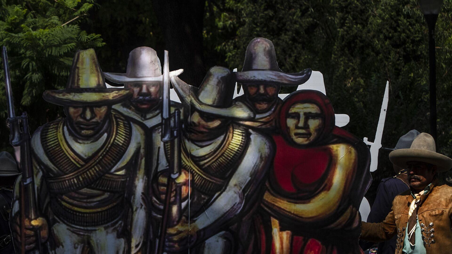 El Ejército mexicano en el carro alegórico al Ejército de la División del Norte comandado por Francisco Villa, durante la conmemoración de los 109 años de la Revolución mexicana.  - Sputnik Mundo, 1920, 27.09.2021