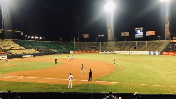 Partido entre Navegantes de Magallanes y Los Tiburones de La Guaira en el Estadio Universitario de Caracas - Sputnik Mundo